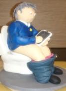 mit IPad auf Toilette Torte Fondantfigur