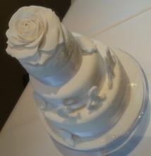 Hochzeitstorte Winter Eis weiße Rose