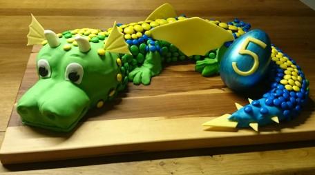3D Torte Tier Drache Smarties m&m's Kuchen.jpg