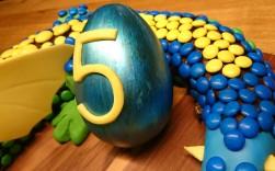 3D Torte Drache Glücksdrache m&m's Kuchen.jpg
