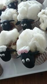 Shaun das Schaf Muffins mit Zuckerwatte.jpg