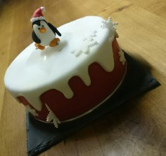 Torte Weihnachten Pinguin Schlittschuhe Eislaufen Motivtorte.jpg