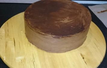 Torte mit Ganache einstreichen.jpg